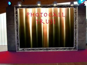 Photocall para bodas hecho con truss y lona
